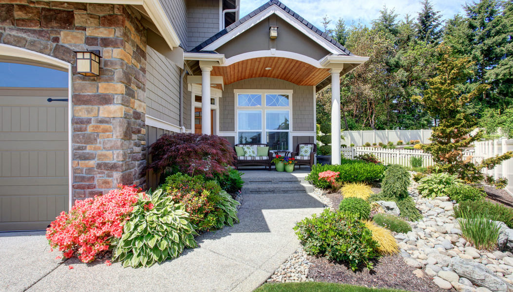 How To Create Inexpensive Curb Appeals When Selling Your Home